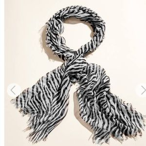 Guess Zebra woven scarf